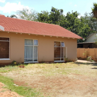 Montana Gardens - Spacious family home in a secure complex WITH FLAT