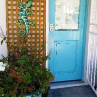 Furnished fourways studio, cute compact own entrance, for one person
