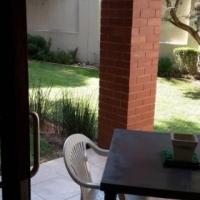 Tinza - Fourways. 1 bed ground floor unit with pvt garden.