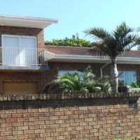 Neat 3 Bedroom,2 Bathroom House + 1 Bedroom Flatlet (with Sea Views) for sale in Port Edward