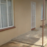 Spacious neat furnished garden flat to rent Valhalla