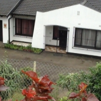 Free standing and private house for sale