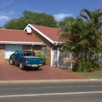Dorandia x 15, 3 bedr 2 bathr House with SWIMMING POOL, WALKING DISTANCE from SCHOOLS, R1 299 000NEG
