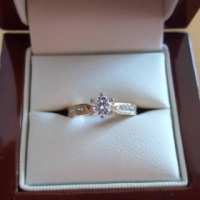 Genuine 18ct Gold and Diamond Ladies Ring! for sale  Franschoek