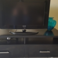 """Samsung 32"""" Flat Screen TV (including stand)"""