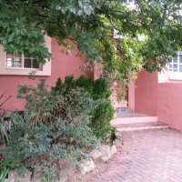 Lovely three bedroom house in security village in Panoramapark, Kroonstad.