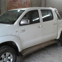 Toyota hilux 2.7 vvti double cab bakkie selling for R 85 000 NO ENGINE