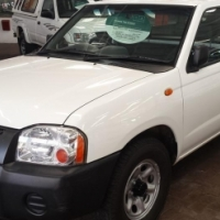 2010 Nissan NP300 2.0i LWB,with 118000Km's,Full Service History,Front Loader