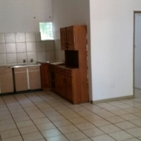Small Townhouse with potencial garden lovers to rent