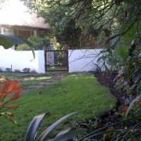 Tranquil garden cottage,all inc:1 bed,separate lounge (Darrenwood,stones throw from Cresta & Linden)