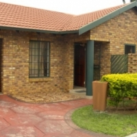 2 BEDROOM FULL TITLE TOWNHOUSE FOR SALE IN MAGALIESKRUIN