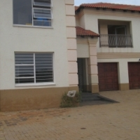 Beautiful 6 Bedoom Double Storey House to Rent in Wonderpark