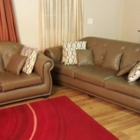 Leather Studded Designer Upmarket Suite (3,2,1-Seaters) Perfect As New!!! Full Grain Leather Suite