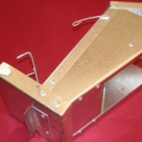 REVERSED BIRD FEEDERS WITH LIP AND GLASS FOR EXPANSION CAGES OR FORWARD FEEDERS