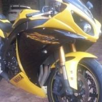 2009 Yamaha R1 (Big Bang)