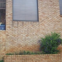 This is an extremely neat Townhouse in Kenmare Extension 4, Krugersdorp with fantastic views.