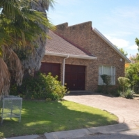 Plettenberg Bay: Spacious 3 bedroom home/ holiday home with staff quarters for sale