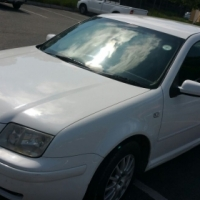 White Jetta 4 model 2002 for sale.