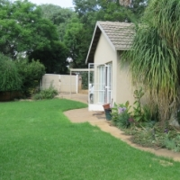 1Bed Available in Friendly 2Bed Houseshare in Fontainebleau - R5100