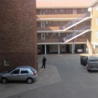 Spacious 1.5 bedroom flat for sale in Muckleneuk Pretoria
