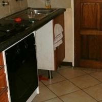 MIDRAND open plan bachelor flat R3 800pm secure complex