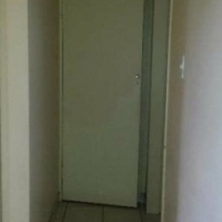 RANDBURG - 2bedroomed flat to let for R5500 excl all charges