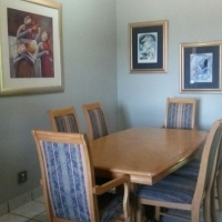 Oak D/room table and 6 chairs
