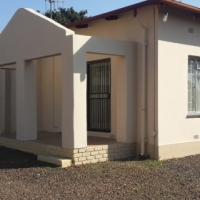 Newly-renovated,spacious and well-maintained 4 bedrooms house in Pretoria Gardens