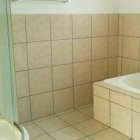 Spacious 3 bedroom flat to rent in secure, quiet area