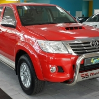 Toyota Hilux 2.5 D -4D Diesel - Red