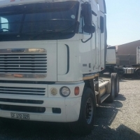 IMMACULATE 2010 FREIGHTLINER ARGOSY DETROIT  DC440 WITH LOW MILEAGE FOR SALE.