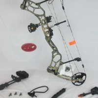 Bear Archery Threat compound Bow Package Xtra Camo 70# Right Hand