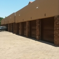 Pretoria North.2 Bed,1.5 bath.Balcony.Apartment in well maintained,popular complex.