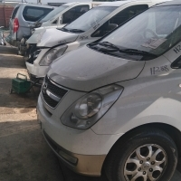 Hyundai H1 busses for stripping of parts