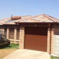 3 bedroom to rent in ThatchHill Estate, Olievenhoutbosch