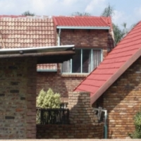 DOUBLE STOREY 4 Bedroom house in SUIDERBERG. 4 Entertainment areas. 4 Carports and servant room