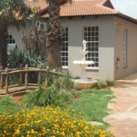 Neat and very spacious 3 bedroom (and study) upmarket house in complex for rent