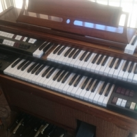Lowrey Electric Organ