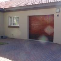 2 Bedroom Townhouse - Doornpoort 3 - R830 000
