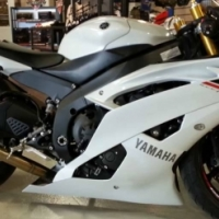 2015 yanaha rzf-r6 for sale with low mice on it.