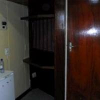 Braamfontein open plan bachelor flat to let on Simmonds Street R2482