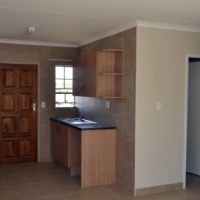 FREE RENT FIRST MONTH : 3 Bedroom  Estate house to  rent  in Rua Vista