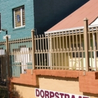 Room in a 2 bedroom flat to rent in Dorp Street - Girl only