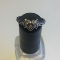 Gorgeous white gold engagement ring with 5 small diamonds