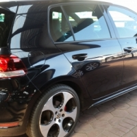2011 VOLKSWAGEN GOLF 6, 2.0  Low mileage at 115 000 KM's Full house! Leather interior, air con