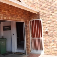 Spacious free-hold cluster in sought after area of New Redruth in Alberton