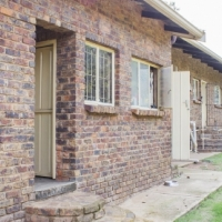 Apies RIVERFRONT 2,5Ha Plot with 4 Bedr 2 Bathr House 25km North of Pta for ONLY R999 000!