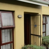 2 BEDROOM HOUSE FOR SALE IN STRAND SOUTH