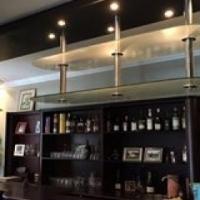 Amazing bar. An entertainer's dream.
