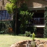 Lovely 3 bedroom house with pool and entertainment area